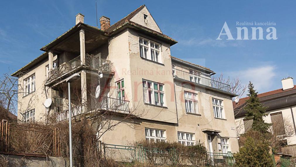 Vila nad hradom - Čeľakovského ul.